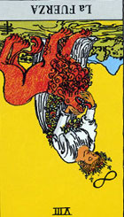 La Fuerza aplicada por la mujer parece mínima, testimonio del auténtico vigor interior que posee. El animal representa las fuerzas del ambiente exterior que amenazan a la mujer y sirven de recordatorio de que ha de tenerse cuidado con las palabras y las acciones de los demás.  <br><br> La circunstancia que está analizando está llena de situaciones alternas que expresan los dualismos de la existencia, tanto en la materia como en el espíritu, creando cada vez un peso mayor.   <br><br> Invertida: Observamos mezquindad, dedicación por los pequeños detalles, una obsesión que no conduce a ninguna parte, indicios de la aparición de una enfermedad, falta de confianza en uno mismo, nos dejaremos vencer por la tentación.
