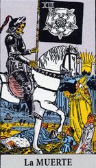 El esqueleto, que puede ser masculino o femenino, representa variaciones en el presente que se plasmar�n en acontecimientos del futuro. La energ�a del esqueleto sirve como fuerza de ruptura para soltar las cadenas que atan y detienen el cambio. <br><br>  Principio transformador de todas las cosas, y conduce a trav�s de la metamorfosis a una renovaci�n.  <br><br> Derecha: Toda ella preludia un cambio, puede ser una perdida, la ruptura de una amistad, o de una asociaci�n y no de forzosamente a causa de una defunci�n, tambi�n puede anunciar una enfermedad que puede llegar a las ultimas consecuencias.<br><br>  Seria bueno hacer examen de conciencia y preparar el camino para nuevos proyectos, tal vez esa decisi�n que ten�amos pospuesta que no nos atrevimos a tomar se ver� resaltada, aun a nuestro pesar. <br><br> Pero al igual que ocurre al segar la hierba, la muerte anuncia aqu� la germinaci�n de brotes de nuevas ideas, expectativas nuevas. <br><br>Puede significar tambi�n un grave percance no forzosamente mortal.